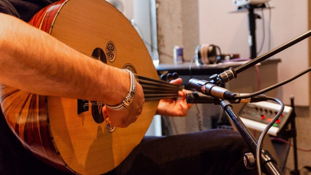 how hard is it to play the Oud Instrument 3